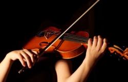 Sesc oferece aulas gratuitas de teatro, violino e violão popular