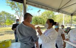 Vice-prefeito recebe 1ª dose da vacina contra Covid-19