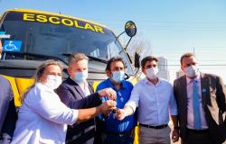 Governo entrega novos ônibus escolares; investimentos superam R$ 1,4 milhão