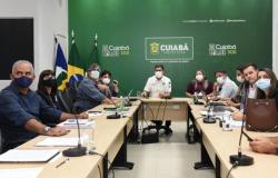 Prefeito prepara cronograma de entrega de obras na Saúde para o ano de 2021 e discute ajuste fiscal na área