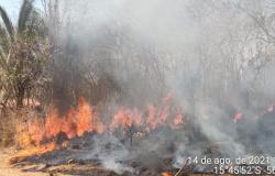 Incêndio atinge vegetação do Morro de Santo Antônio, em MT
