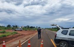 Motorista morre carbonizado após carro capotar em rodovia de MT