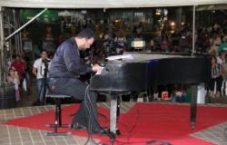 Piano Gente traz repertório popular em homenagem aos garis