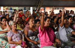 Governo realiza segunda etapa da entrega dos cartões Pró-família na Região Oeste