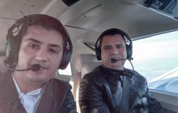Foto mostra piloto e copiloto de avião de Bernardo Ribas Carli momentos antes de queda
