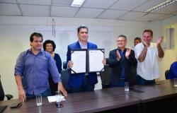 Prefeito sanciona lei que implanta piso nacional aos Agentes Comunitários de Saúde e de Combate às Endemias