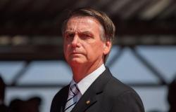 Bolsonaro recebe alta após passar a noite em hospital de Brasília