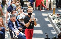 Primeira-dama e governador recebem público no primeiro dia do bazar