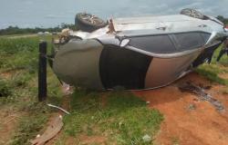 Carro com moradores de Sinop fica danificado ao capotar na MT-320 em Colíder