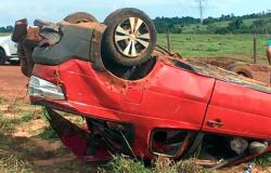 Carro com 7 pessoas capota, criança e jovem morrem em Mato Grosso