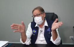 """Secretário diz que pandemia será ainda pior em abril devido à """"guerra dos decretos"""""""
