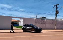 Dinheiro e celulares são apreendidos em investigação sobre tráfico de drogas comandado por presos da cadeia em Vila Bela