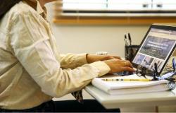 Seduc fará repasse para 1.429 professores comprarem notebook; saiba quem foi beneficiado