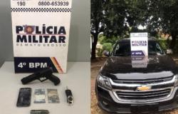 Mulher de 20 anos é presa por roubar carro em VG