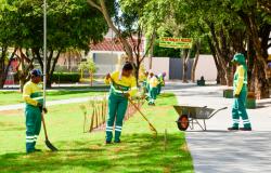 Equipe formada por reeducandas atua na manutenção de praças públicas
