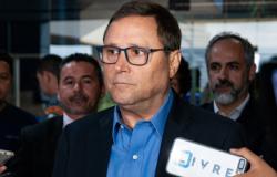 Carvalho diz que Emanuel faz política de confronto, e nega escola