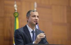 Assembleia homenageia personalidades com comenda Dante de Oliveira