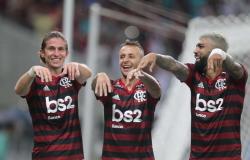 Flamengo vence o Flu em jogo agitado e avança no Carioca