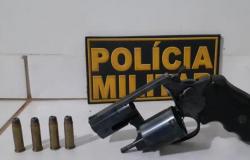 Homem esconde arma de fogo em freezer em Feliz Natal