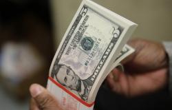 Dólar bate R$ 5 pela 1ª vez na história, mas reduz alta após atuação do BC