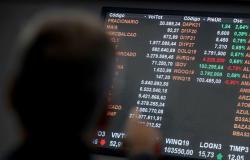 Bolsa cai 1,85% e fecha semana com recuo de quase 19% Dólar teve forte queda e fechou em R$ 5,02