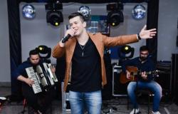 Juiz bloqueia empresas, imóveis e carro em ação de R$ 805 mil contra acusada por morte de cantor