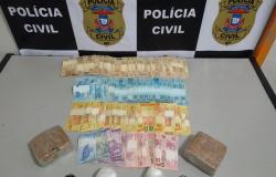 Policiais prendem traficantes com dois quilos de drogas e mais de R$ 5 mil em dinheiro