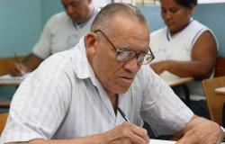 Governo do Estado lança programa de combate ao analfabetismo