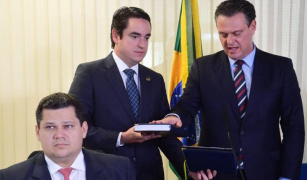 Carlos Fávaro é empossado e já participa de sessão no Senado