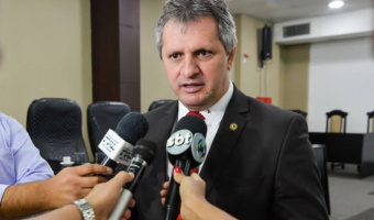 Dilmar diz que não pode viver sob ameaça e mantém cargo de líder na AL em aberto