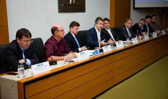 Governador apresenta números do Estado a empresários e afirma que todos terão que dar sua parcela de contribuição