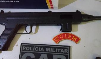 Suspeitos de facção criminosa são detidos com submetralhadora