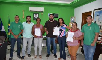 Prefeito reintegra posse  de três funcionários na  Educação
