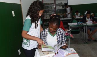 Mais de 300 crianças imigrantes estão matriculadas na rede municipal de ensino