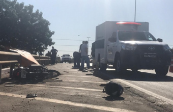 Motociclista morre após perder controle de veículo e bater em caminhão no Distrito Industrial; vídeo