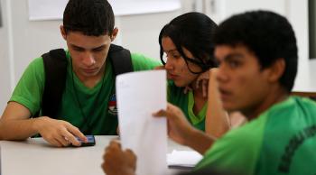 Cerca de 737 mil jovens entre 15 e 17 anos estavam fora da escola em 2018 - Foto: Marcelo Camargo/Agência Brasil