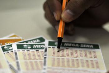 Mega-Sena: sorteio neste sábado (30) será realizado, a partir das 20h, no Espaço Loterias Caixa, na cidade de São Paulo - Marcello Casal Jr./Agência Brasil