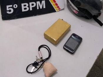 Veículo que suspeito carregava na cintura era barra de maconha - Foto por: PMMT
