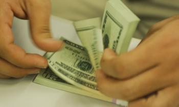 O dólar comercial encerrou esta quinta-feira (4) vendido a R$ 5,449          Foto: Marcelo Casal Jr./Agência Brasil