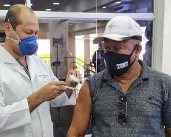 Com a chegada de mais doses da vacina, mais servidores serão liberados para serem imunizados e avisados sobre o momento de realizar o cadastro no site da prefeitura da capital - Foto por: Divulgação