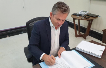 Governador Mauro Mendes assina decreto que estabelece o Refis para micro e pequenas empresas - Foto por: Secom-MT
