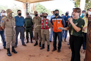 Corpo de Bombeiros entrega abafadores para auxiliar no combate aos incêndios no Pantanal - Foto por: Marcos Vergueiro/Secom-MT