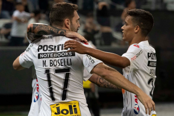 Timão atropela Avaí e se aproxima da Libertadores-2020