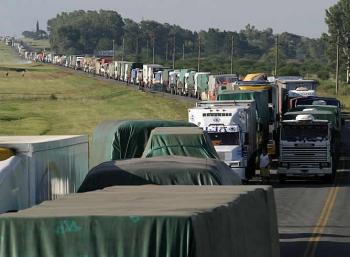 Caminhoneiros dão prazo até sexta para governo anunciar medidas.