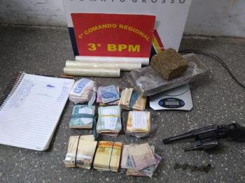 PM prende jovem com droga e R$ 14,6 mil em dinheiro