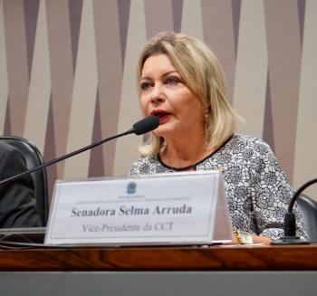 """O Brasil está  """"um passo atrás""""  das organizações criminosas, em termos de tecnologia, diz Selma"""