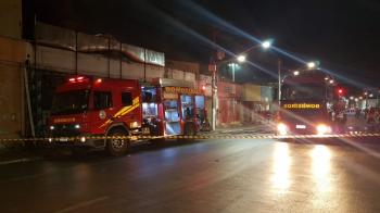 Incêndio de grandes proporções atinge três lojas em Cuiabá