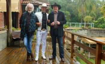 """Sérgio Reis, Pe. Alessandro Campos e Renato Teixeira se unem para o show """"Romaria – Trilhas da Fé"""""""