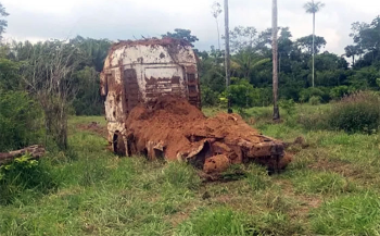Caminhão furtado em Mato Grosso é encontrado enterrado em fazenda no Pará