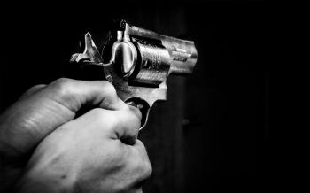 Adolescente é detido após roubo com violência em residência no centro de Nobres